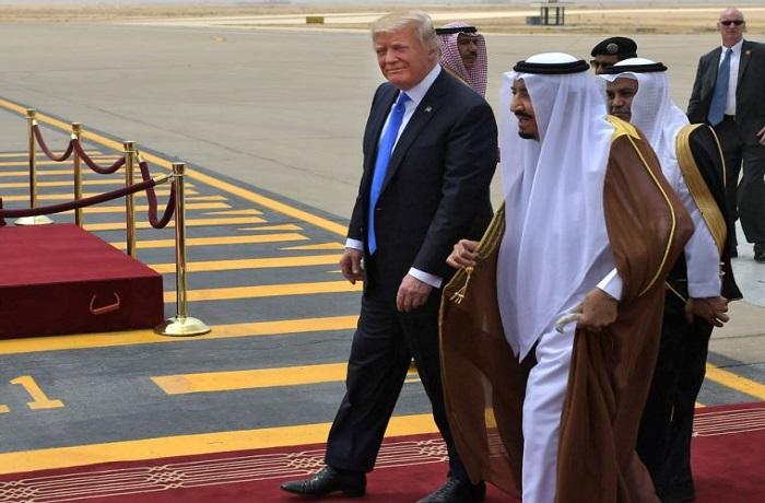 """للمرة الرابعة.. ترامب يلحّ بمطالبة السعودية بـ""""الدفع مقابل الحماية"""""""