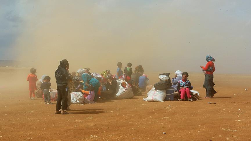 أخيرا.. الملك يسمح لـ13 أسرة سورية عالقة على الحدود بدخول البلاد