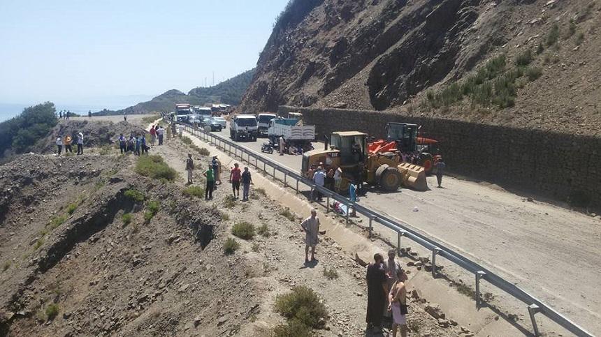 فتح الطريق الوطنية رقم 16 بين تطوان والحسيمة في وجه حركة السير