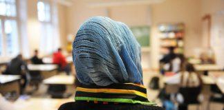 فتاة مسلمة تتعرض لمحاولة تمزيق حجابها بكندا