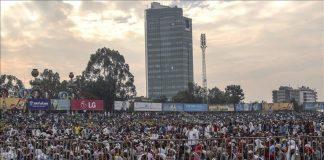 تحت المطر.. مليون مسلم يصلون العيد باستاد أديس أبابا