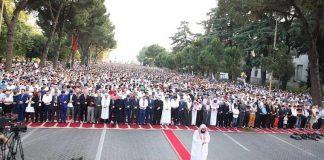 ملايين المسلمين حول العالم يؤدون صلاة عيد الفطر