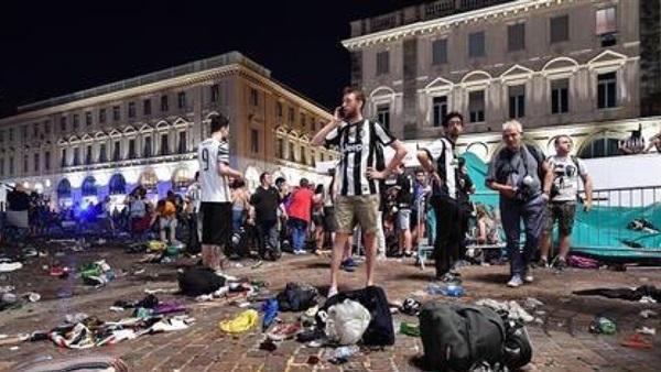 بالفيديو: ألف إصابة في تدافع بسبب حالة هلع بين جماهير يوفنتوس في إيطاليا