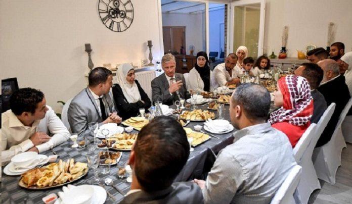 ملك بلجيكا يشارك أسرة بن حدّو المغربية مأدبة إفطار رمضان
