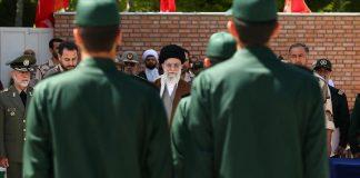 """معارض إيراني لـ""""خامنئي"""": على الحرس الثوري الابتعاد عن السياسة والاقتصاد"""