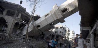 فيديو.. مؤذن سوري في الغوطة يصر على مواصلة رفع الأذان والصلاة في أحد الجوامع المدمرة