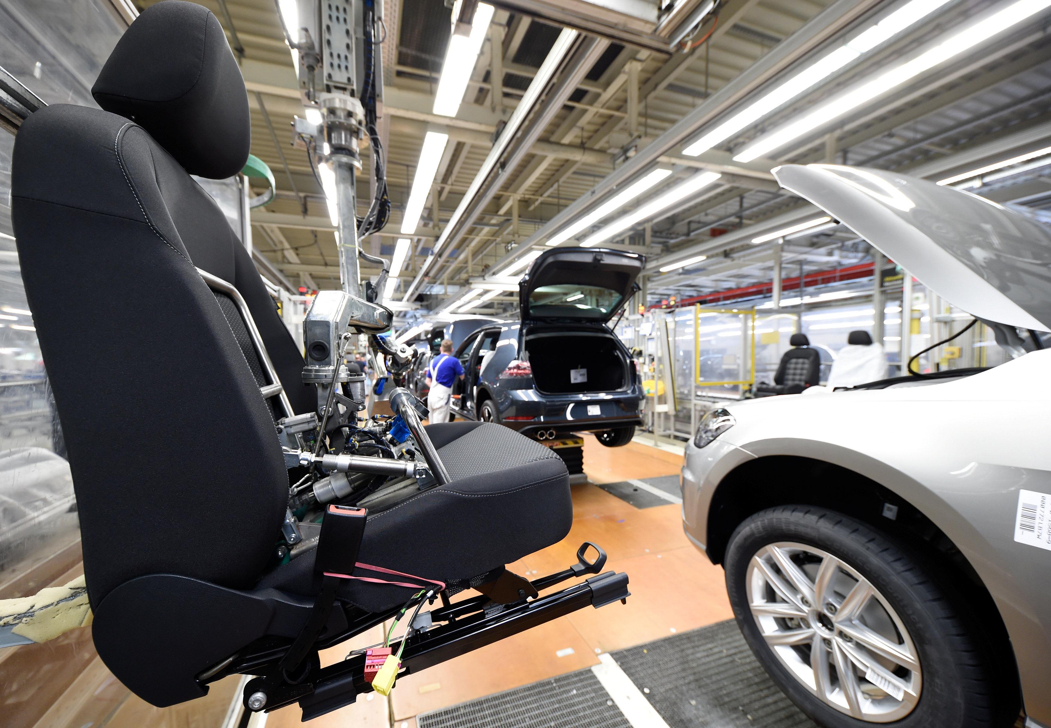الوزير العلمي: صناعة السيارات أصبحت القطاع المصدر الأول للمغرب