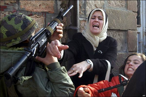 إسرائيل تهدم منشآت فلسطينية في الضفة الغربية
