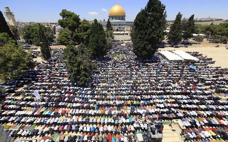 """260 ألفا صلوا الجمعة الأخيرة من رمضان في """"الأقصى"""""""