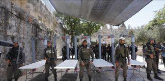 """الصهاينة يقررون إزالة البوابات الإلكترونية من أمام """"الأقصى"""" واستبدالها بكاميرات"""