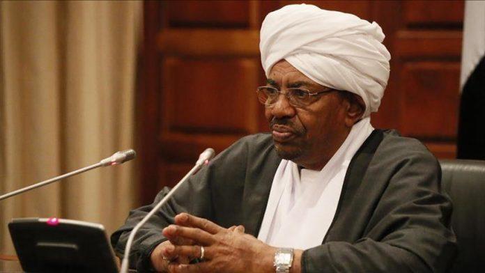 رئيس السودان البشير يحصل على ماجستير عن أطروحة حول