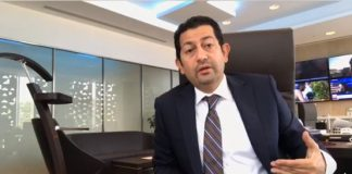 """فيديو.. مدير الجزيرة يتحدث عن مزاعم توقف بث """"الجزيرة"""" ونقل مقرها إلى لندن"""