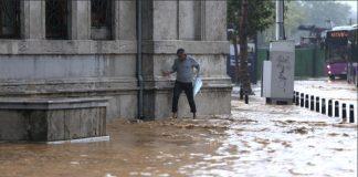 اسطنبول تغرق في مياه الأمطار.. انهمار 250 كلغ من الأمطار على كل متر مربع