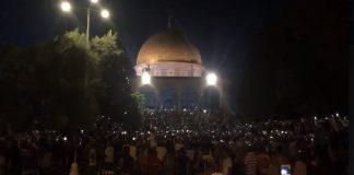 مشهد مهيب.. رفع علم فلسطين فوق البائكة المقابلة لمصلى قبة الصخرة بالمسجد الأقصى