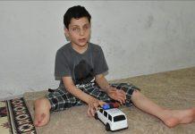 قنبلة لداعش على شكل لعبة أطفال أفقدت الطفل أحمد رجله وعينيه