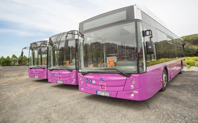 منظمة نسوية ترفض تخصيص حافلات للنساء معتبرة أن ذلك ضد قيم الانفتاح