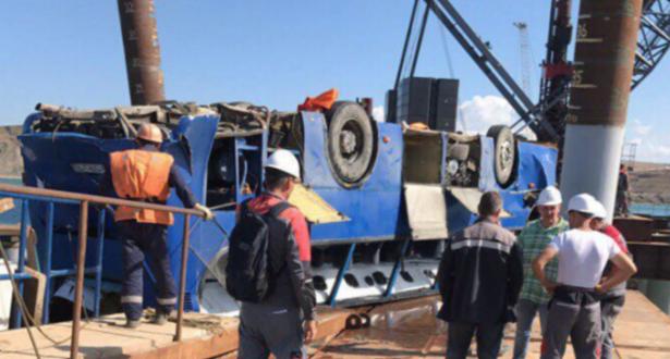 روسيا.. مصرع 17 شخصا وإنقاذ 17 آخرين جراء سقوط حافلة في البحر
