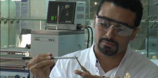 باحثون مغاربة يصممون آلة لاستخلاص سم العقرب