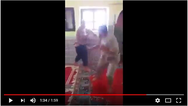 فيديو طريف لرجال مغاربة يلعبون في المسجد