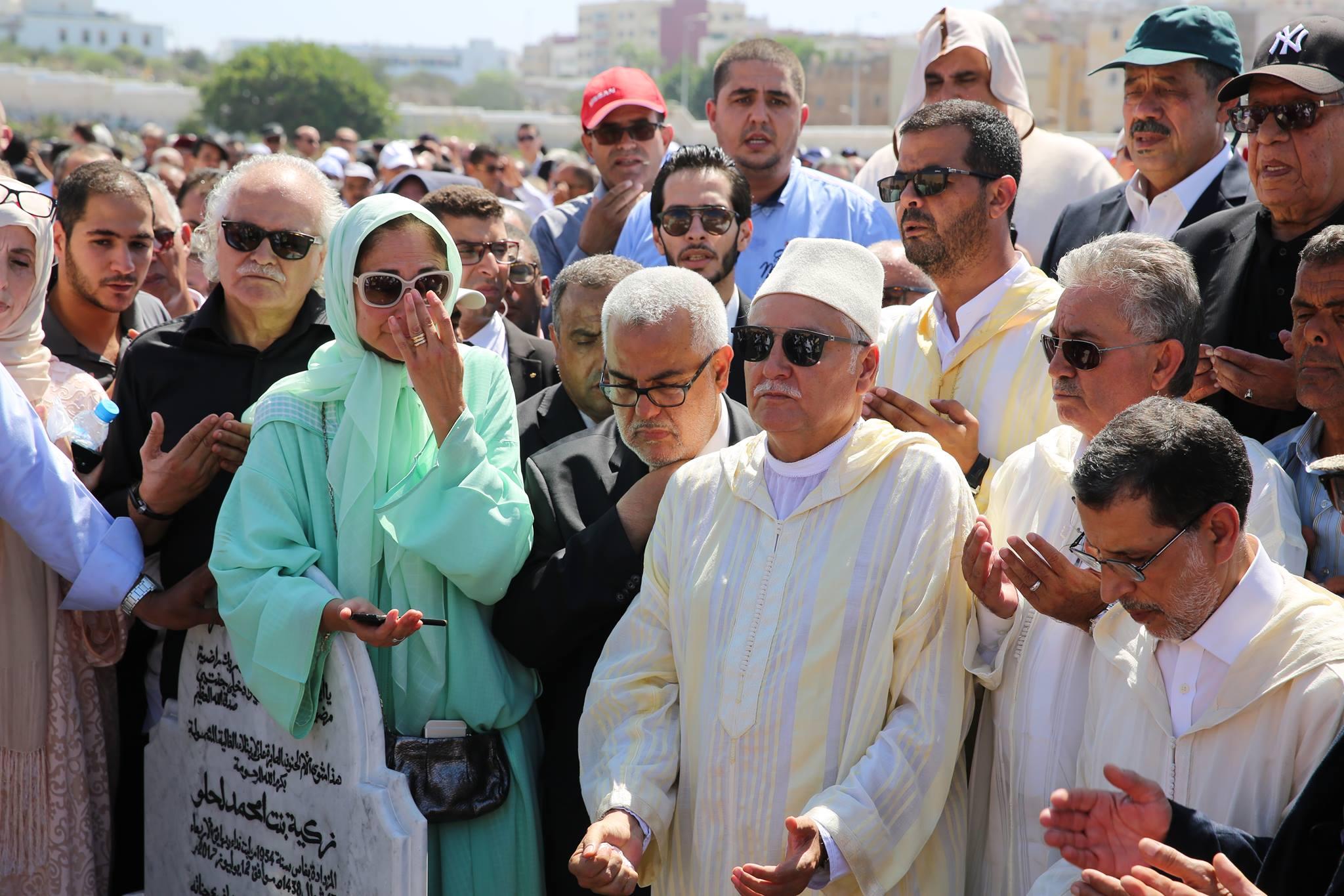 فيديو.. جنازة أم نبيل بنعبد الله.. حضور سياسي وازن وكلمة لبنكيران عند القبر