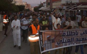 صور.. مسيرة تضامنية من أجل المطالبة بإطلاق سراح سعيد العايلي من ساحة الرتبي بزايو