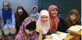 خطير جدا ثانوية أكنسوس بالصويرة تحرم 14 تلميذة من الدراسة بسبب حجابهن (صور الحجاب)