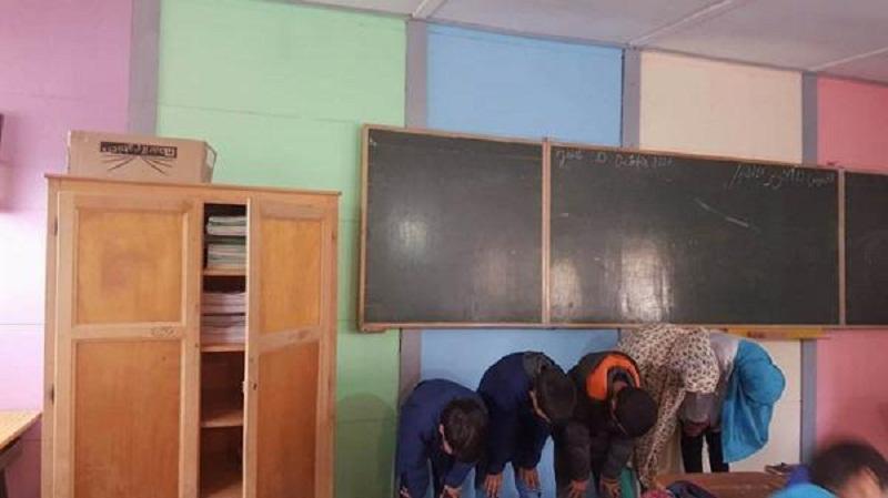 معلمة تترك تلاميذها يصلون في القسم.. تزور قسمها لجنة تفتيش تابعة للأكاديمية الجهوية للتربية والتكوين بجهة فاس مكناس