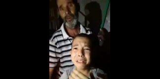 طفل يبكي بحرقة لأنهم منعوا الكهرباء على منزلهم وهو يريد أن يدرس حتى يعمل ويساعد والده