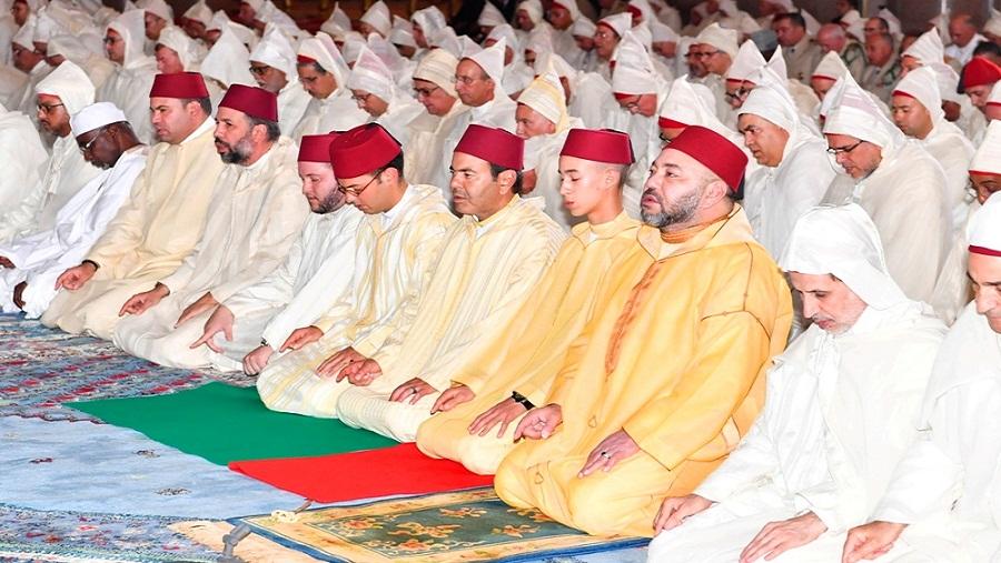 الملك يؤدي صلاة عيد الفطر المبارك بمسجد أهل فاس بالمشور السعيد بالرباط
