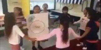 فضيحة.. مؤسسة تعليمية تجعل الأطفال يمثلون مسرحية لعملية إخصاب الحيوان المنوي للبويضة