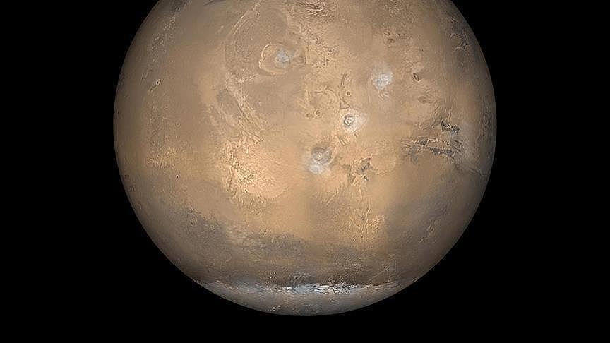 ثاني أكسيد الكربون وراء تشكل الأخاديد على سطح المريخ (دراسة)