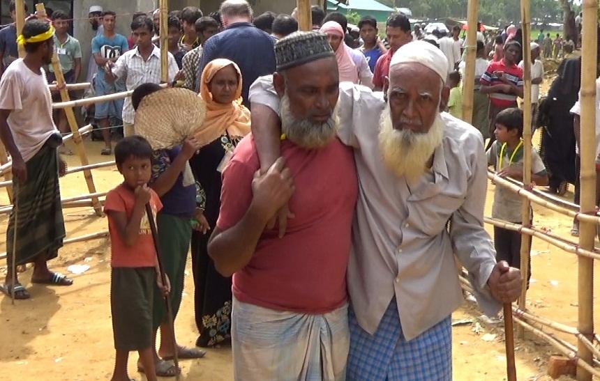 بالصور والفيديو.. وفد من مسلمي هولندا على رأسهم د. رشيد نافع يقومون بحملة إغاثية للروهينيغا في البنغلاديش