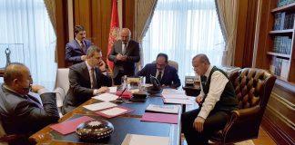 هل تعمّد أردوغان إظهار راية للجيش العثماني بمكتبه أثناء اتصاله بترامب؟