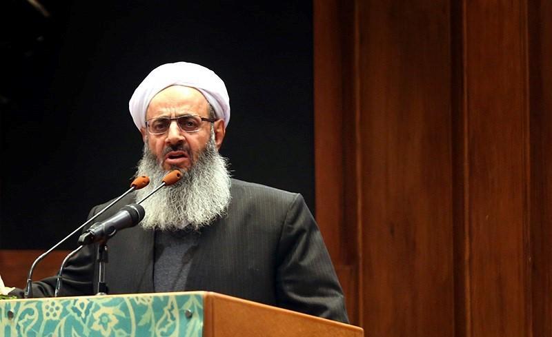عالم إيراني سني يدعو للمساواة في الدوائر الرسمية