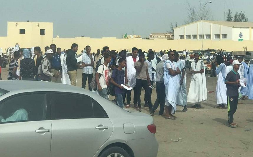 """بالصور.. الشرطة تفرق مظاهرات مطالبة بإعدام مدان بـ""""الردة"""" بموريتانيا"""