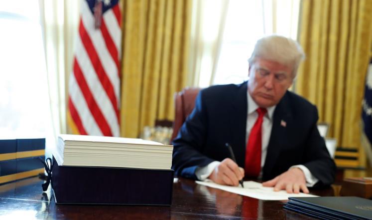 مسؤولون بالعدل الأمريكية: ترامب أمر بمدفوعات سرية لشراء صمت امرأتين