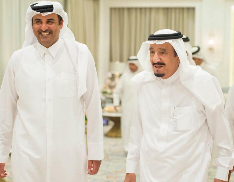 أمير قطر يتلقى دعوة رسمية من الملك سلمان لحضور القمة الخليجية في السعودية
