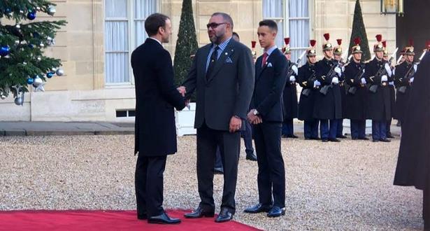 """الملك محمد السادس وماكرون يسافران في أول رحلة على """"التي جي في"""""""