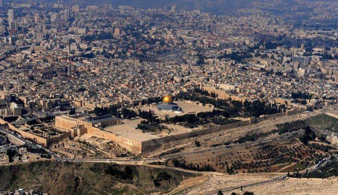 مسؤولون فلسطينيون: الصهاينة ينفقون عشرة ملايين دولار يوميًا لتهويد القدس