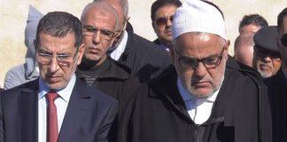 ابن كيران يتكلم عن مواصلة الإصلاح أمام قبر الراحل عبد الله بها