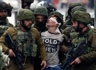 إرهاب صهيوني.. اعتقال طفل مقدسي وتعصيب عينيه