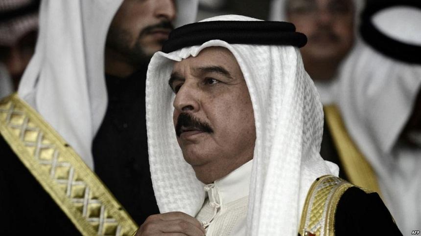 عاهل البحرين ينفي تورط الدول المقاطعة لقطر في محاولة انقلاب 1996