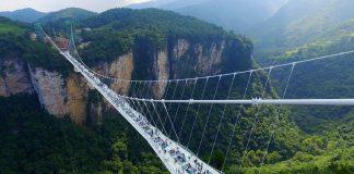 الصين تدشن أطول وأعلى جسر زجاجي بالعالم