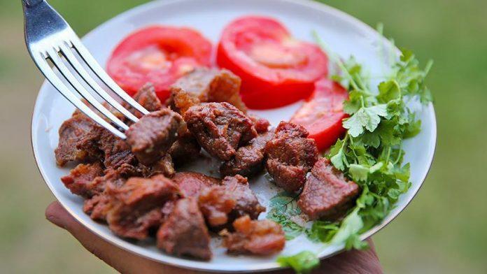 دراسة: التحكم في كمية البروتين في الغذاء يقي من سرطان القولون والمستقيم