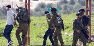 فيديو.. شاهدوا الإرهاب الصهيوني في حق الأطفال الفلسطينيين.. همجية وعنف وراء الكاميرات