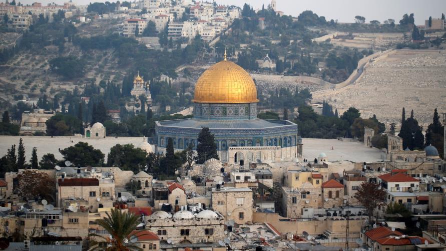 """عباس يستنكر حريقًا اندلع في المصلى المرواني بـ""""الأقصى"""""""