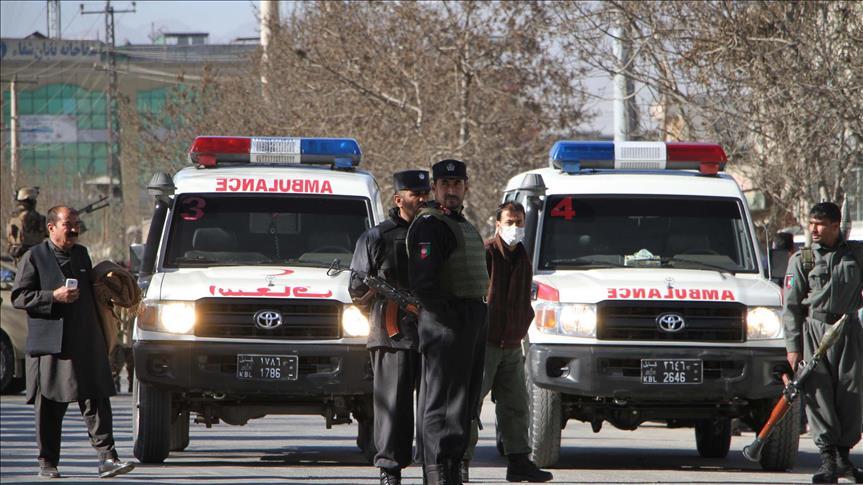 """قتل 30 عنصرا من شرطة الحدود الأفغانية جراء هجوم شنه مسلحو حركة طالبان على مخفر حدودي في ولاية """"فراه"""" غربي البلاد. وأفاد عبد الحكيم نوري قائمقام قضاء """"بوش كوه"""" بالولاية، للأناضول، أن مسلحي الحركة هجموا على مخفر حدودي مع إيران، ما أدى إلى مقتل 30 شرطيا. وأشار نوري إلى أن عناصر الحركة احتجزوا 20 شرطيا رهائن، وسيطروا على المخفر. بدورها، ذكرت طالبان في بيان لها أنها سيطرت على كميات كبيرة من الأسلحة والذخائر في المخفر."""