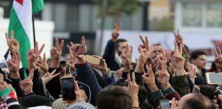 آلاف التونسيين يتظاهرون في عدة مدن تنديدا بقرار ترامب