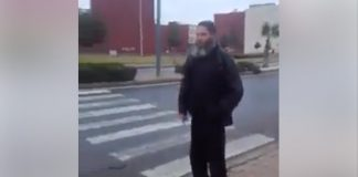 فيديو.. وجدي يتهكم على واضع هندسة ممر للراجلين يعرقله حاجز نباتات!!