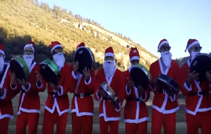 قمة الاستلاب والتيه والإحساس بالنقص.. أغنية أمازيغية بلباس بابا نويل
